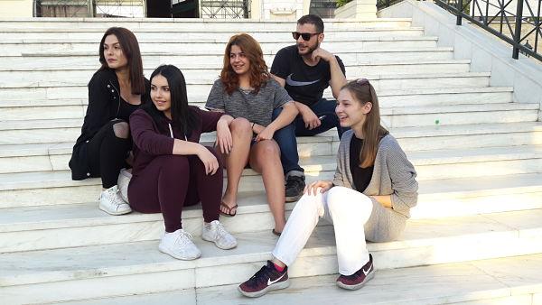 Πέντε νέοι συζητούν μαζί μας για όλα όσα σκέφτονται