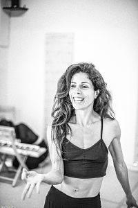 Εύα Τσούρου, η performer, εναέρια ακροβάτης, χορογράφος και δασκάλα