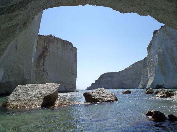 Μήλος, το ήσυχο και μαγευτικό νησί των Κυκλάδων σπηλιές