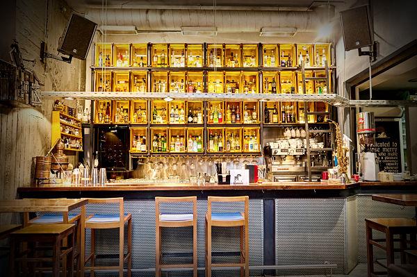 Ένα σύγχρονο mobile cocktail bar από τους μάγους του Oz
