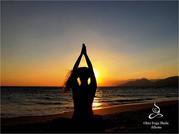 Γιόγκα, η πνευματική και σωματική άσκηση ηλιοβασίλεμα