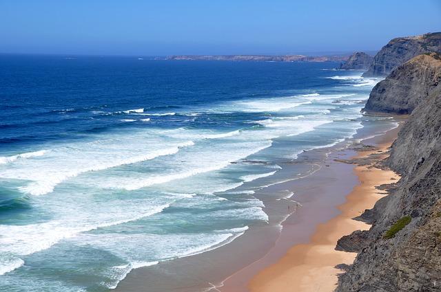 Αλγκάρβε, στην εντυπωσιακή νότια Πορτογαλία θάλασσα