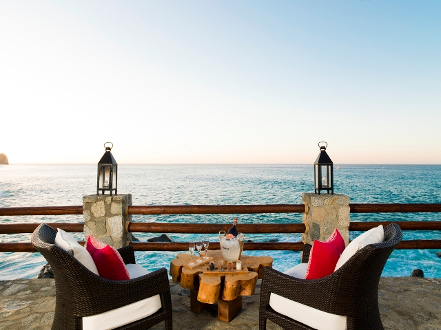 El Farallon: Ένα εστιατόριο στο Μεξικό σμιλεμένο στους βράχους βεράντα