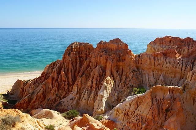 Αλγκάρβε, στην εντυπωσιακή νότια Πορτογαλία βράχοι