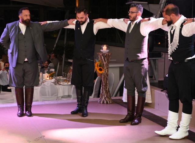 Αφιέρωμα στον παραδοσιακό χορό της Κρήτης πεντοζάλι