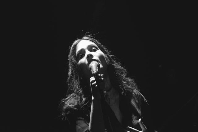 Η νέα τραγουδοποιός Μάγδα Βαρούχα στο Umano