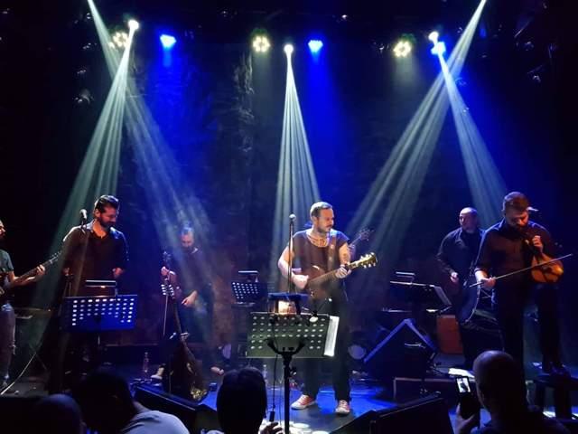 Ο τραγουδοποιός Αργύρης Λούλατζης στο Umano