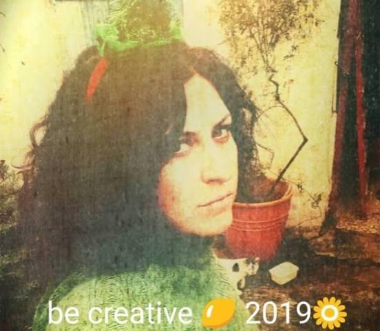 Οι αγαπημένοι μας καλλιτέχνες μάς εύχονται για τη νέα χρονιά