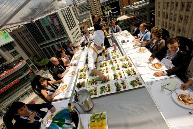 David Ghysels: Ο δημιουργός του Dinner in the Sky στο Umano