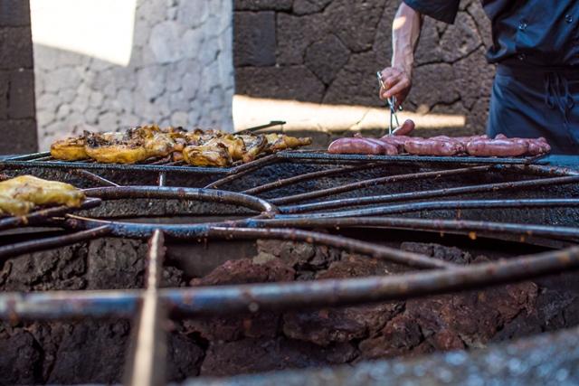El Diablo: Ένα εστιατόριο-φαινόμενο με πιάτα μαγειρεμένα στο ηφαίστειο
