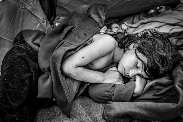 i-italia-ypodexetai-ton-fotografo-stavro-habaki-umano.gr-habakis-syriaa