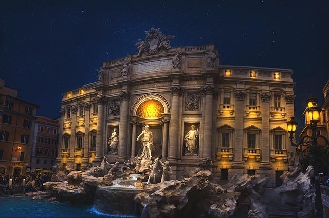 Ρώμη: Η αιώνια πόλη φωτισμένη τη νύχτα