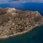 Μονεμβασιά: Η αμφιθεατρικά κτισμένη καστροπολιτεία