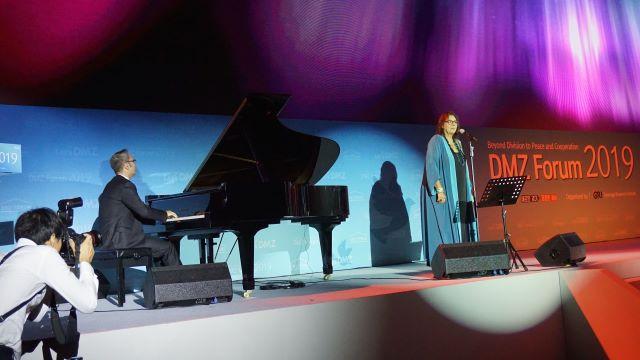 Η Μαρία Φαραντούρη τραγούδησε στη Νότια Κορέα