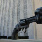 Non-Violence: Το γλυπτό που καταδικάζει τη βία