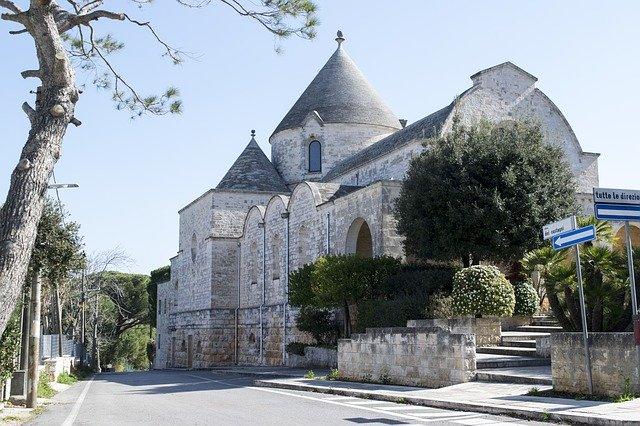 Αλμπερομπέλο εκκλησία