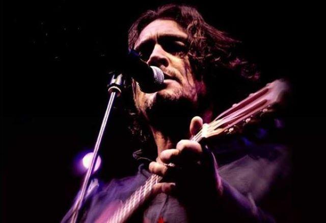 Ο τραγουδοποιός Θοδωρής Κοτονιάς στο Umano