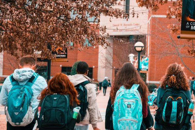 Δέκα μαθητές μιλούν για τη μάσκα και τον κορωνοϊό