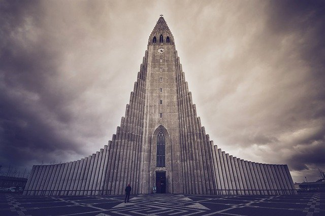 Ισλανδία: Η σκανδιναβική χώρα που μαγεύει - Εκκλησία στο Ρεκιάβικ