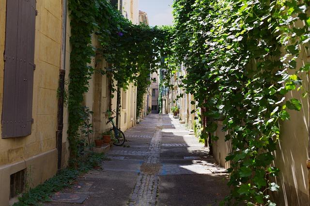 Αρλ: Η αγαπημένη πόλη του Βίνσεντ βαν Γκογκ - Σοκάκια