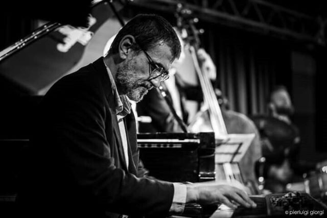 Streaming live sessions από το Half Note Jazz Club - Γιώργος Κοντραφουρης