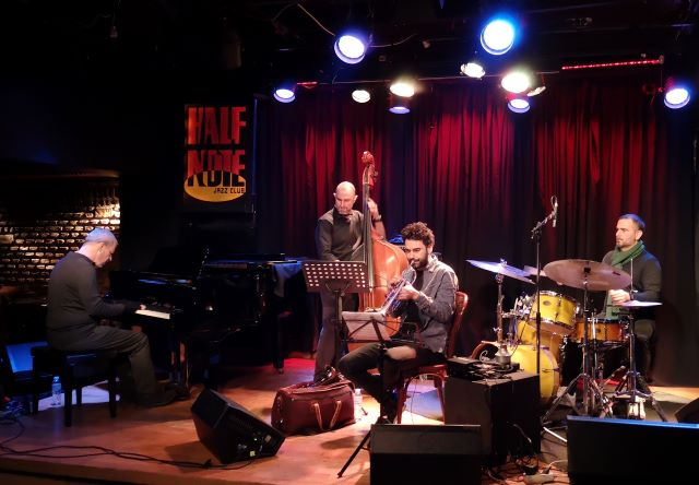 Streaming live sessions από το Half Note Jazz Club - Δημήτρης Καλαντζής