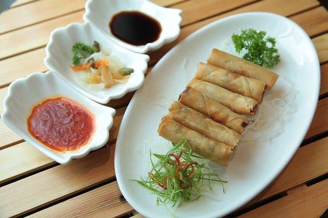 Τέσσερα υπέροχα χορτοφαγικά-βίγκαν πιάτα - Spring Rolls